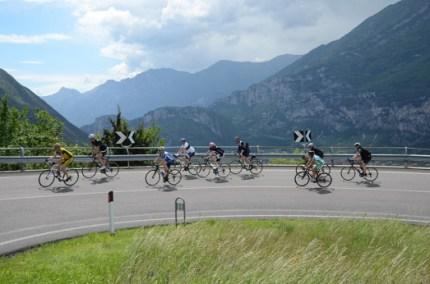 syklister i dolomittene