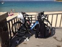 sykler på strand-1000pxl