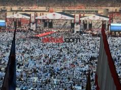 Jutaan massa pendukung pasangan Calon Presiden dan Calon Wakil Presiden Republik Indonesia (capres - Cawapres) nomor urut 2, Prabowo - Sandi memadati Stadion Gelora Bung Karno, Jakarta, Minggu 7 April 2019 dalam momentum Kampanye Akbar untuk kemenangan Prabowo - Sandi dalam pemilu yang akan dilaksanakan pada 17 April mendatang. FOTO:AKTUAL/WARNOTO