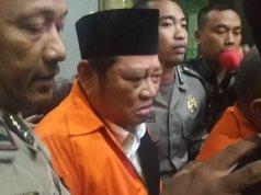 Tersangka kasus suap terkait pengadaan proyek infrastruktur di Dinas PUPR Kabupaten Sidoarjo, Jawa Timur, Bupati Sidoarjo Saiful Ilah, sesaat sebelum dibawa ke Rutan KPK, di Jakarta, Kamis, (9/1/2019) (Boyke Ledy Watra)