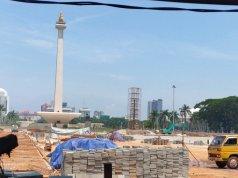 Pembangunan Plaza Selatan Monumen Nasional (Monas) di Jakarta.