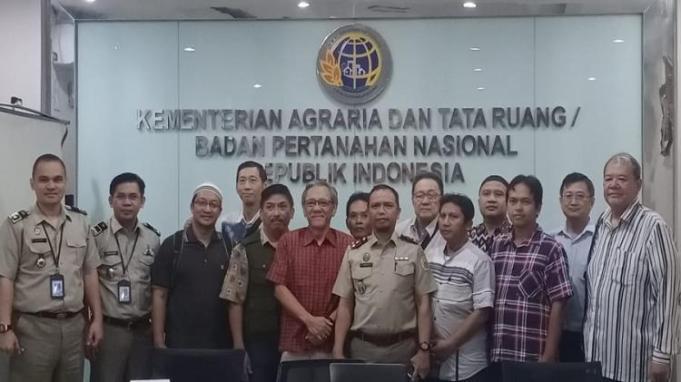 FKMTI Desak Polisi Bongkar Mafia Tanah Kelas Kakap, Tampak dalam Foto Saa FKMTI Laporkan 11 Kasus Perampasan Tanah ke Kementerian ATR/BPN (Foto Istimewa)