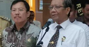 Menteri Koordinator bidang Politik Hukum dan Keamanan (Menko Polhukam), Mahfud MD di Kantor Kemenko Polhukam, Jakarta, Selasa (4/2/2020). (Antara/Syaiful Hakim)
