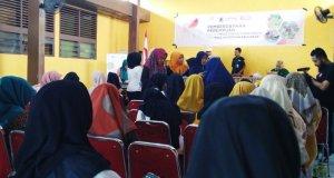 50 perempuan dari enam kecamatan di Kabupaten Pelalawan mengikuti program pemberdayaan perempuan dalam pelestarian lingkungan dan kesejahteraan keluarga. (ANTARA/Anggi Romadhoni)