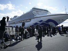 Sebanyak 78 WNI berada di dalam kapal pesiar Diamond Princess di perairan Yokohama, Jepang yang dikarantina karena Virus Corona.(AP Photo/Eugene Hoshiko)