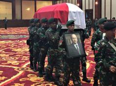 Suasana serah terima jenazah JB Sumarlin di gedung Dhanapala, Kemenkeu, Jakarta, Senin (10/02/2020).