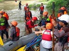 Ilustrasi - Personel Disaster Emergency Response (DER) ACT ikut serta dalam pencairan korban kecelakaan sungai SMPN 1 Turi, Sleman. (Foto ACT)