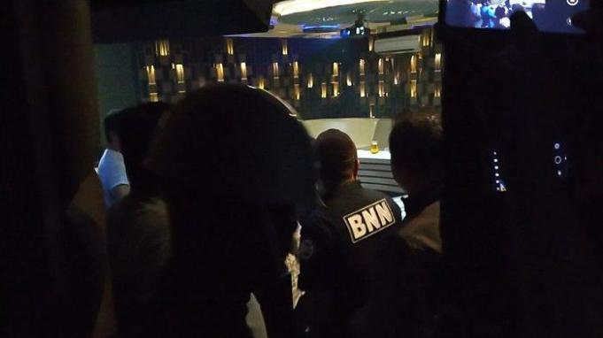 Petugas gabungan melakukan razia di tempat hiburan malam di Kota Medan/tribun