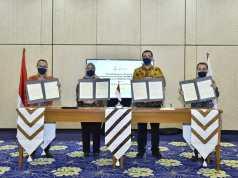 Ki-Ka, Direktur Utama PGN; Suko Hartono, President Director PT Pertagas Niaga; Linda Sunarti, Direktur Komersial PGN; Faris Aziz, Direktur Utama PT Pertamina Gas; Wiko Migantoro
