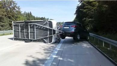 Photo of Wohnwagengespann verunglückt auf Autobahn