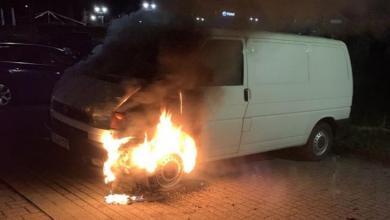 Photo of Unbekannte zünden Auto an – Polizei sucht Zeugen