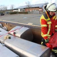 Feuerwehr bekämpft erfolgreich drohenden Umweltschaden in Meckelfeld