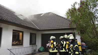 Photo of Dachstuhlbrand eines Wohnhauses in Sieversen – vier Feuerwehren löschen