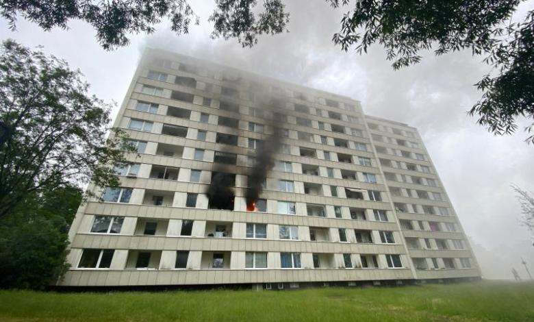 Bild von Wohnungsbrand im Hochhaus – Feuerwehr im Großeinsatz