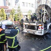 Plötzlich steht der Müllwagen in Flammen
