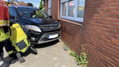 Photo of PKW stößt bei Verkehrsunfall in Drochtersen gegen eine Hauswand