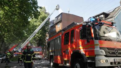 Photo of Dachstuhlbrand eines Mehrfamilienhauses fordert Feuerwehr