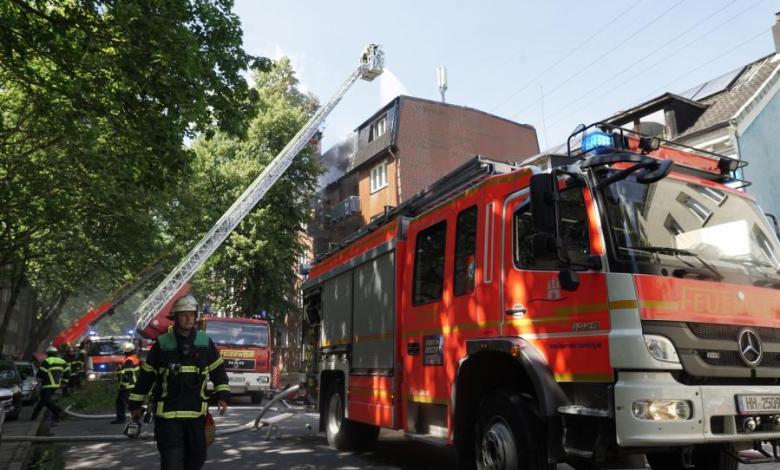 Bild von Dachstuhlbrand eines Mehrfamilienhauses fordert Feuerwehr