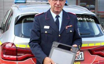 Bild von Feuerwehren erhalten Tablets für Anzeige von Rettungskarten