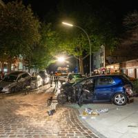 Raser hinterlässt Trümmerfeld in Tempo 30 Zone