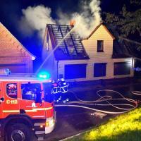 Dachstuhlbrand in Neuenfelde fordert Feuerwehr