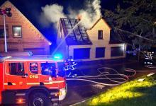 Bild von Dachstuhlbrand in Neuenfelde fordert Feuerwehr