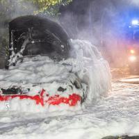 Auto beginnt während der Fahrt zu brennen