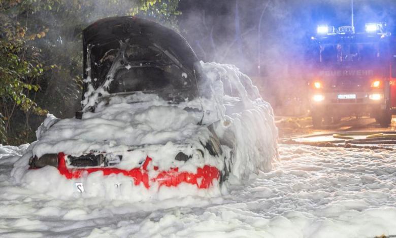 Bild von Auto beginnt während der Fahrt zu brennen