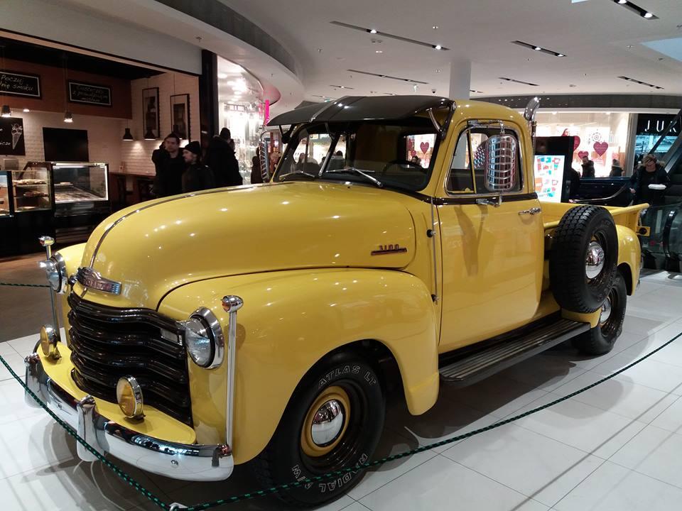 Wystawa automobili w koszalińskiej Emce