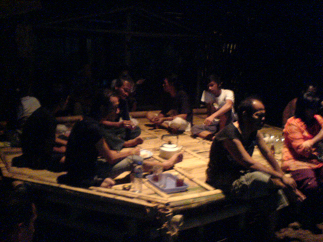 Para penggiat Kampung Hijau yang sedang bersantai