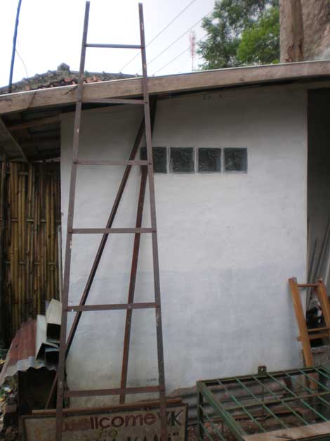 sisi belakang rumah, dulu menjadi kandang kambing
