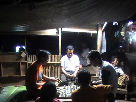 bermain catur di gubuk Mandor Baret