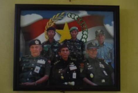 Foto-foto yang berada pada dinding ruang kantor veteran