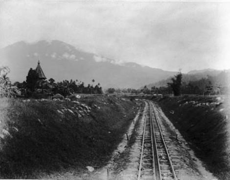 Jalur kereta arah Kayu Tanam sekitar tahun 1895