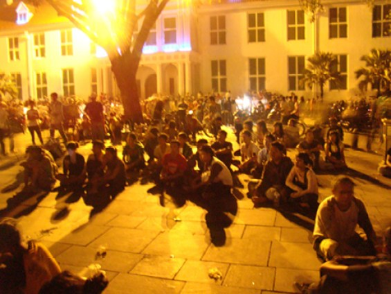 Pengunjung Kota Tua semakin ramai di malam hari