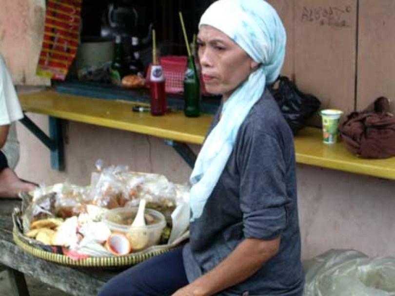 Teh Nyai penjual kue keliling