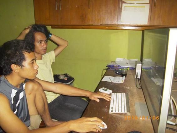 Saya dan Bang Gelar, ketika melakukan proses editing Filem Elesan Deq a Tutuq, di markas Forum Lenteng, Jakarta.