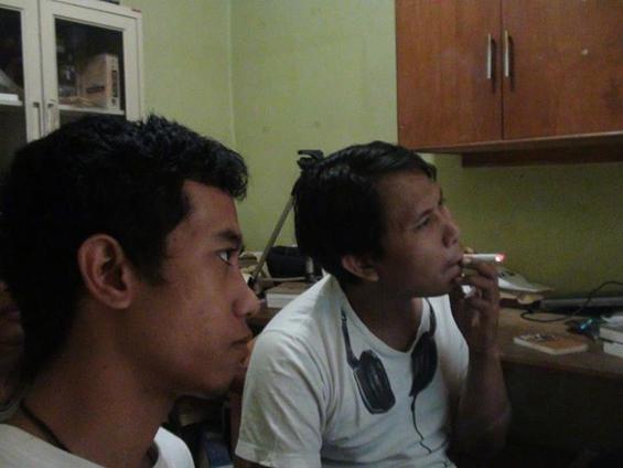 Saya dan Bang Paul, ketika melakukan proses editing Filem Elesan Deq a Tutuq di markas Forum Lenteng, Jakarta.