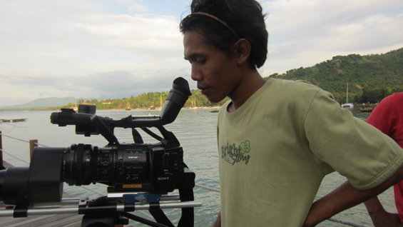 Aku ketika sedang merekam dalam proses produksi filem bersama Forum Lenteng, di Lombok Utara.
