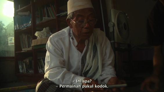 Salah satu adegan dalam Filem Elesan Deq a Tutuq: Tuan Guru main game 'pukul kodok'