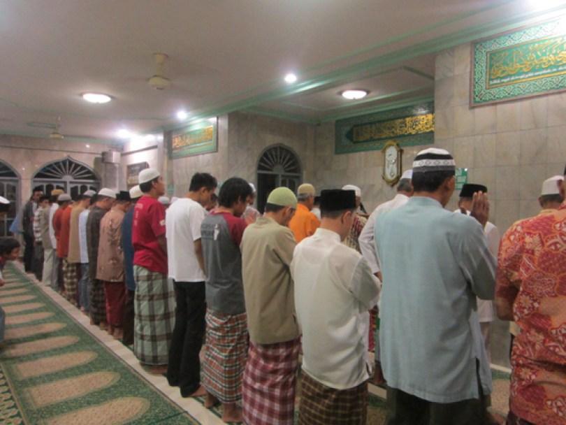 Sholat tarawih.