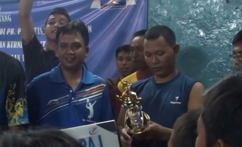 Pak Parto cs, sang juara.