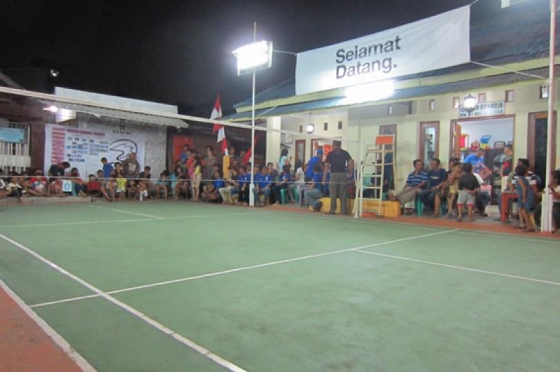 Detik-detik laga final di Turnamen Terbuka PB Perintis RW 02 Kelurahan Paseban, Wawan Kurniawan Cup.