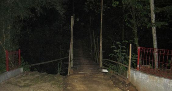 The bridge that connects the Pondok Petir to Rawakalong.