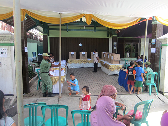 Nyoblos di TPS 16, RT 007/002, Kelurahan Lenteng Agung