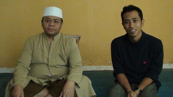 A picture with KH. Rifqan Asy'ari, the Head of Miftahul Huda Islamic Boarding School