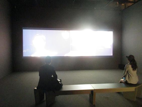 Instalasi karya Nina Fischer dan Maroan el Sani, I live in Fear—After March 11, di SeMA Biennale MEDIACITY SEOUL 2014.