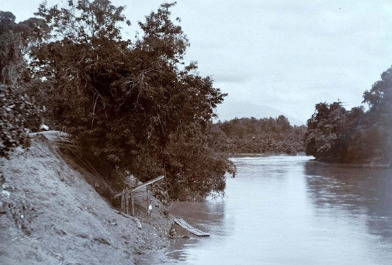 The confluence of the Ciberang and Ciujung in Rangkasbitung.