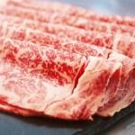 肉とサシ(脂)本来の旨味が十分に味わえるのがしゃぶしゃぶ。高級部位のロースを使用