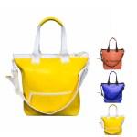 多くの荷物でも溢れず、バッグの形を安定させるファスナーを使用。